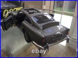 1/18 Autoart James Bond Aston Martin DB5. Rare. Needs light restoration