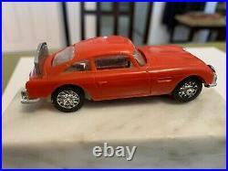 1/43 GILBERT ASTON MARTIN DB-5 ORIG WHITE CHASSIS James Bond SLOT CAR VINTAGE RD