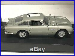 1965 Aston Martin DB5 James Bond 007 GOLDFINGER with Weapons AUTOart 1/18 #70021