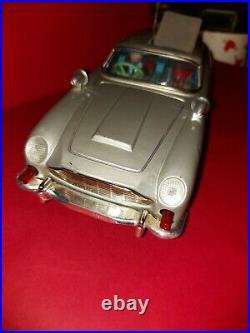 1965 Gilbert James Bond Aston Martin Tin Bateria OP Japão