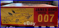 Airfix James Bond 007 Aston Martin 124 #823 RARE