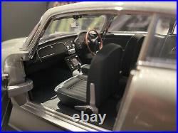 Autoart 118 JAMES BOND ASTON MARTIN DB5 IN SILVER GOLDFINGER VERY RARE