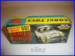 CORGI 261 JAMES BOND'S ASTON MARTIN DB5 VERY GOOD in original BOX