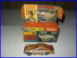 Corgi 261 James Bond Goldfinger Original set excellent condition, no badge