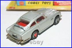 Corgi 270 James Bond Aston Martin, VNM, 1st Issue in Original Winged Box