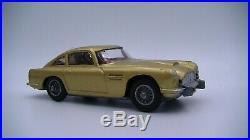 Corgi Toys James Bond 261 Vintage Aston Martin DB5 (Gold) Catapulting Figure