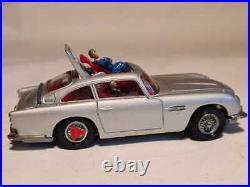 Corgi Toys James Bond Aston Martin 60er Jahre silbermetallic Reifenschlitzer uvm