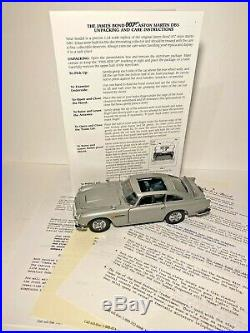 Danbury Mint 007 James Bond Aston Martin DB5 with Figurines & Display Case 124