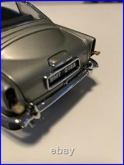 Danbury Mint 124 James Bond Aston Martin DB5