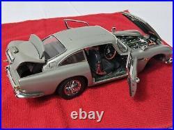 Danbury Mint James Bond 007 Aston Martin 124 Model LIMITED has damage see pics