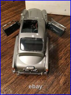 Danbury Mint James Bond 007 Aston Martin DB5 NIB Never Displayed 124 Seat/roof