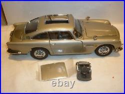 Danbury mint James Bond Aston Martin DB5, with paperwork, Boxed, (NMB)
