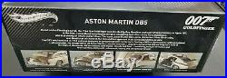 JAMES BOND Aston Martin DB5 118 Hot Wheels with Lighted Mirrored Display