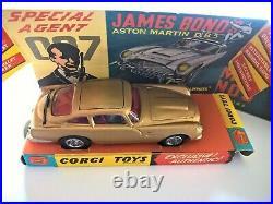 JAMES BOND'S ASTON MARTIN DB5 CORGI No. 261 ORIGINAL
