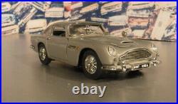 James Bond 007 Aston Martin DB5 by Danbury Mint 1/24 Diecast COMPLETE