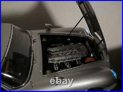 James Bond 007 DB5 Aston Martin Scale 18 Classic Model Car Eaglemoss + showcase